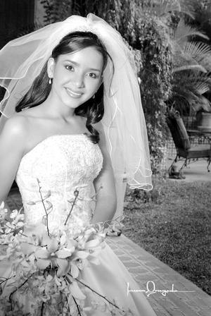 Srita. Ivonne Márquez Sifuentes, el día de su enlace nupcial con el Sr. Eduardo Burgos Córdova.  <p>  <i>Estudio: Laura Grageda</i>