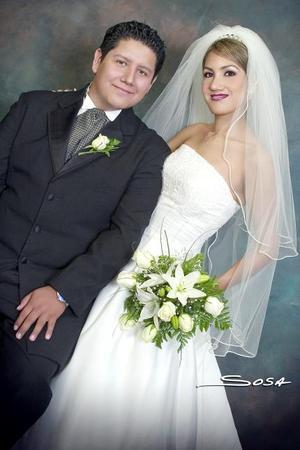 Sr. Jesús Gonzalo Espíndola Lira y Srita. Laura Janeth Rodarte García contrajeron matrimonio el sábado 19 de agosto de 2006.  <p>  <i>Estudio: Sosa</i>