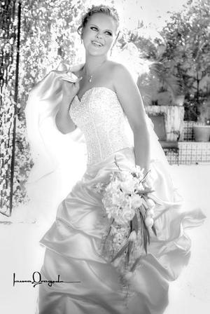 Srita. Mari Elina Kärsämä, el día de su boda con el Sr. Juan Alberto García Rodríguez  <p>  <i>Estudio: Laura Grageda</i>