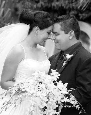 Srita. Sara Aguillón Cabañas, el día de su boda con el Sr. Miguel Ángel Salgado Salas.  <p>  <i>Estudio: Maqueda</i>