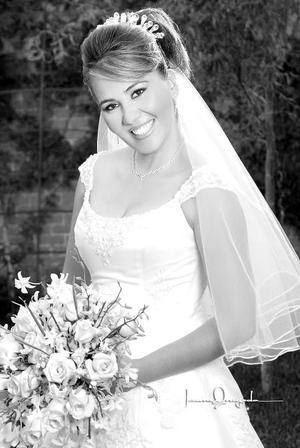 Srita. Sandra Elvia Flores Torres unió su vida en matrimonio a la del Sr. Sergio Nevárez Rodríguez. <p>  <i>Estudio: Laura Grageda</i>