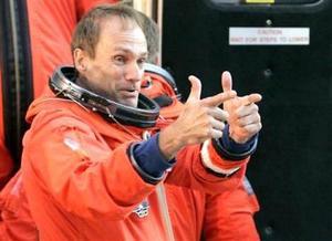 El especialista Steve MacLean  de la Agencia Espacial de Canadá es parte del equipo de astronautas.