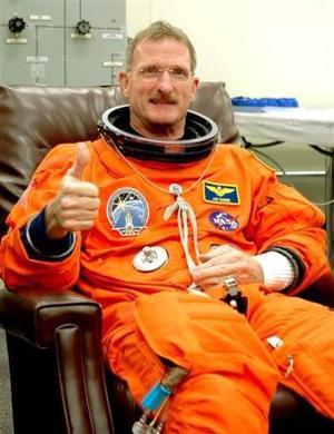 El especialista Joe Tanner participa en la misión