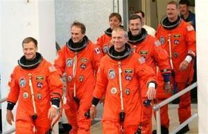 La misión STS-115 del Atlantis está dirigida por el comandante Brent Jett, secundado por el piloto Christopher Ferguson y los especialistas Heidemarie Stefanyshyn-Piper, Joseph Tanner, Daniel Burbank y Steven G. MacLean, de la Agencia Espacial de Canadá.