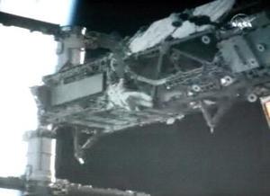 Las tareas desarrolladas por Tanner y Stefanyshyn-Piper se realizaron en menos tiempo del previsto, por lo que la hora de sobra que les quedó la usaron para realizar otros trabajos que estaban planeados para el próximo paseo espacial,