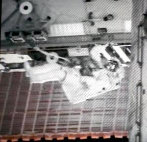 La salida de seis horas y 26 minutos de Tanner y Stefanyshyn-Piper comenzó a las 09.17 GMT, en una misión consistente en comenzar a instalar las nuevas estructuras que permitirán duplicar la potencia en la Estación Espacial Internacional
