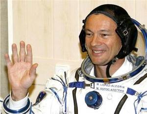 Los otros dos tripulantes de la Soyuz TMA-9, Tiurin y López-Alegría, relevarán a dos miembros de la actual tripulación de la EEI, el ruso Pavel Vinográdov y el estadounidense Jeffrey Williams, quienes regresarán a la Tierra junto con Ansari en la Soyuz TMA-8, actualmente adosada a la plataforma orbital