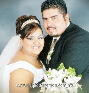 Sr. Raúl Gallegos Vega y Srita. Morayma Guadalupe Aroña Zapata, contrajeron matrimonio religioso el pasado 11 de agosto de 2006.