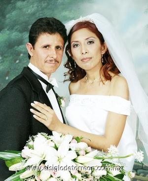 Sr. Ángel Eduardo Muñiz Sifuentes y Srita. Rosalía Mora Hernández contrajeron matrimonio en la parroquia del Sagrado Corazón de Jesús el pasado 19 de agosto.
