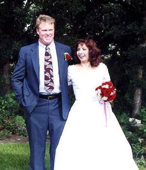 Sr. Wayne Tuttle Davis y Dra. Beatriz Álvarez García contrajeron matrimonio el la ciudad de Springville, Utah, el pasado ocho de junio de 2006.