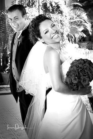 Lic. Psic.Marcela Ibáñez Méndez, el día de su boda con el I.I.S. Antonio Soto Chávez.   <p> <i>Estudio: Laura Grageda</i>