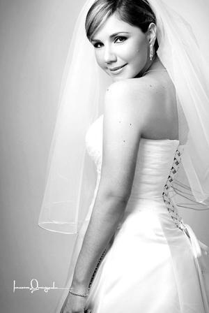 Srita. Laurencia Margarita Villarreal Alday, el día de su boda con el Ing. Omar López López.  <p> <i>Estudio: Laura Grageda</i>
