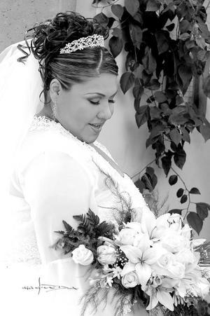 Srita. Lucía Dorado Quintana, el día de su enlace nupcial con el Lic. Gerardo Arratia Espino.  <p> <i>Estudio: Maqueda</i>