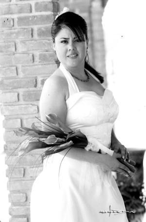 Srita. Laura Bernal Flores, el día de su boda con el Sr. Christopher Robert Pawlikowski.  <p> <i>Estudio: Maqueda</i>