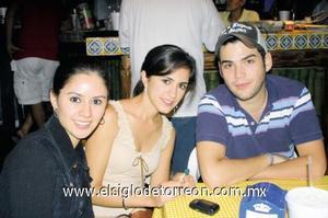 Laura Valle, Victoria Revueltas y Luis Bohigas.