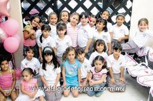 <I>BRENDA CUMPLE 6 AÑOS</I><P> La festejada junto a todas sus amiguitas.