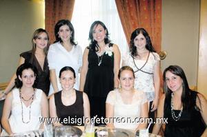 <I>DULCE ESPERA</I><P> Ale Nahle, Sofía Papadópulos, Dulce Fong, Ale Murra, Marytere Murra, Mary Martinez, Brenda Baille y Adriana Plancarte.