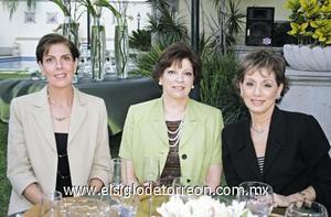 Alicia de Estrada, Olga Estrada y Mara de López.