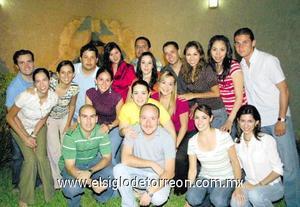 <I>CELEBRA UN AÑO MÁS</I><P> Lorena López Amor en compañía de todos sus amigos el dia de su cumpleaños.