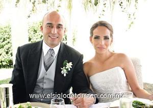<I>LOS UNE EL AMOR</I><P> Sergio Romo Ramírez y María Fernanda de Torre Sarabia.