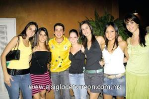 <I>FELICIDADES</I><P> Miriam Murra, Sory Dergal, Chuy Córdoba, Alicia Jalife, Daniela Gaytán, Grisell Chávez y Laura Gajón.