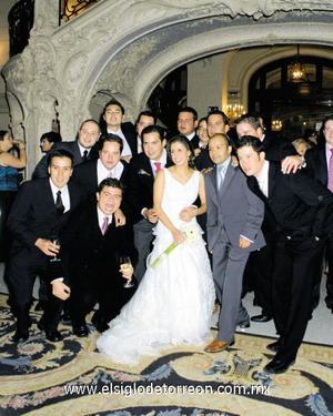 Los novios con los amigos de Federico