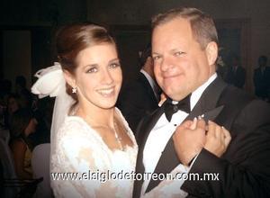 La novia junto a su papá, Juan Carlos Larrínaga Sosa.