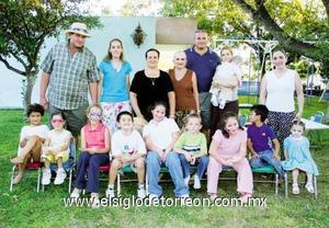 Antonio Pérez en compañía de toda su familia en el día de su cumpleaños.
