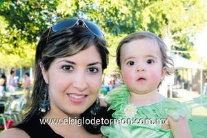 Mónica Garza y Jimena Torres Garza.