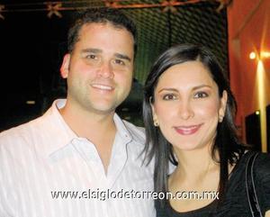 David Broughton y Sofía Corrales