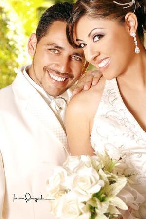 Ing. Juan Carlos Gordillo Cañarte e Ing. Corina Merivet Gutiérrez Guillén contrajeron matrimonio en la iglesia Metodista Príncipe  de la Paz, el pasado ocho se septiembre de 2006.  <p> <i>Estudio: Laura Grageda</i>