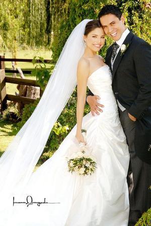 C.P. Guillermo Jacobo Tovar López y L.D.G. Karen Paulina Rodríguez Adame contrajeron matrimonio, el sábado siete de octubre de 2006.  <p> <i>Estudio: Laura Grageda</i>