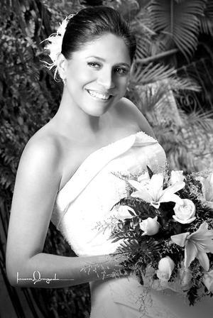 Lic. Narda Esmeralda Salazar Ramírez unió su vida a la del C.P. Luis Gilberto Serna Cortés.  <p> <i>Estudio: Laura Grageda</i>