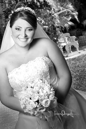 C.P. Yesinia Yolanda Colchado García, el día de su boda con el Ing. Manuel Antonio Martínez Robles. <p> <i>Estudio: Laura Grageda</i>
