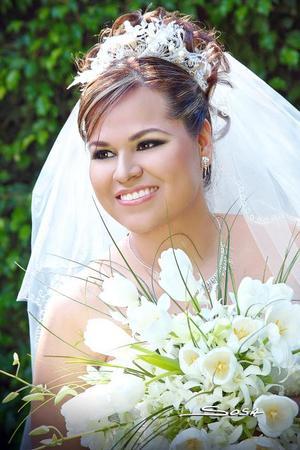 Lic. Laura Rocío Barroso Martínez, el día de su enlace matrimonial con el Ing. Gerardo Hernández García.  <p> <i>Estudio: Sosa</i>