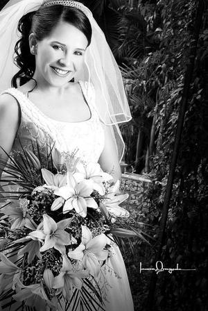Lic. Yuridia Moreno Rosales, el día de su enlace matrimonial con el Ing. Jesús Alfonso Ortiz.  <p> <i>Estudio: Laura Grageda</i>