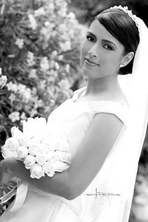 Ing. Vanessa Garza Mears, el día de su enlace nupcial con el Lic. José Fernando López Aguilar.  <p> <i>Estudio: Maqueda</i>