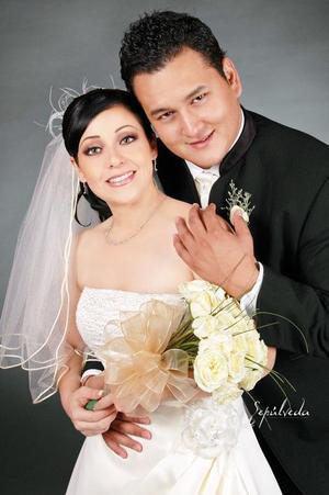 Lic. Saúl Martín del Campo Méndez y L.A.E. Yadira Lisseth Bujama Ramírez contrajeron matrimonio el pasado 30 de septiembre de 2006.  <p> <i>Estudio: Sepúlveda</i>
