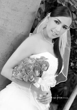 L.C.I. Karina Isabel Bércenas el día de su boda con el L.C.C.Manuel Villar Van Der Elst.  <p> <i>Estudio: Maqueda</i>