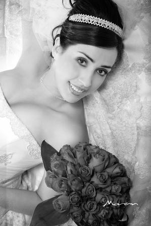 Srita. Linda Lizeth Hernández Pacheco, el día de su enlace nupcial con el L.C.I.Elías Abraham Guerrero Reyes. <p> <i>Estudio: Morán</i>