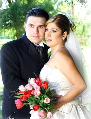 Sr. Alejandro Galván Alcántar y Srita. Alejandra Riesco Medrano contrajeron matrimonio en la capilla de Cristiandad, el pasado 26 de agosto de 2006.