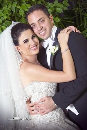 Sr. Antonio Ceja Marón y Srita. Jéssica Zarzar Bichara recibieron la bendición nupcial el pasado 30 de septiembre de 2006.  <p> <i>Estudio: Sosa</i>