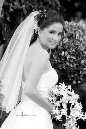 Srita. Jennifer López Hernández, el día de su boda con el Sr. Daniel Franco Scarnati Meléndez. <p> <i>Estudio: Maqueda</i>