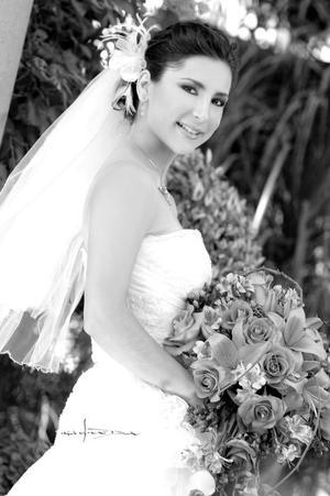 Srita. María Sofía Corrales Elizondo, el día de su boda con el Sr. David Broughton. <p> <i>Estudio: Maqueda</i>