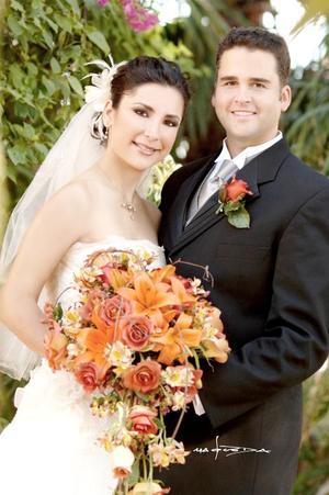 Sr. David Broughton y Srita. María Sofía Corrales Elizondo contrajeron matrimonio en la parroquia de San Pedro Apóstol, el sábado siete de octubre de 2006.  <p> <i>Estudio: Maqueda</i>
