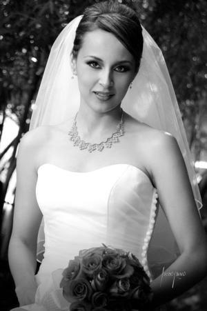 Srita. Rosa María Artea Gámez, el día de su boda con el Sr. Édgar Rivera Cabelaris. <p> <i>Estudio: Lucero Kanno</i>