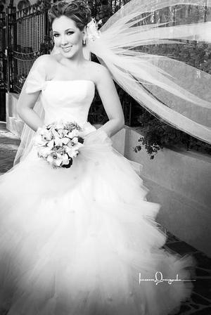 Srita. Jaqueline Montes Siller, el día de su boda con el Sr. Jesús Villarreal Gutiérrez.  <p> <i>Estudio: Laura Grageda</i>