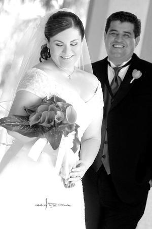 Srita. Claudia E. Dávila Díaz, el día de su enlace nupcial con el Sr. Jorge Antonio Zamudio Rodríguez.  <p> <i>Estudio: Maqueda</i>