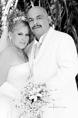 Srita. María Guadalupe Valle el día de su enlace nupcial con el  Sr. Juan Adalberto Martínez Jara. <p> <i>Estudio: Maqueda</i>