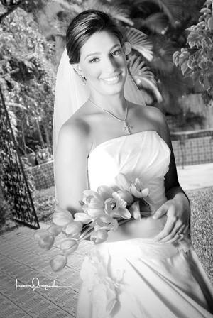 Srita. Lizeth Giacomán Zarzar Zablah, el día de su boda con el Sr. José Humberto García Aguirre.  <p> <i>Estudio: Laura Grageda</i>
